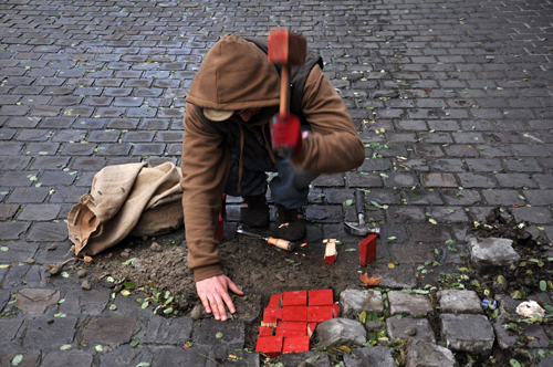 manu-tention-actions-reparations-paves-bruxelles-rue-haute-2011